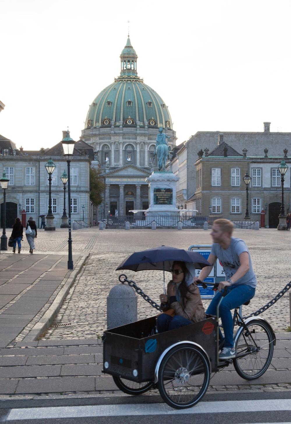 LADCYKEL1_Copenhagen, cargobike in front of Amalienborg Palace_Kim Wyon.jpg